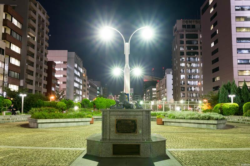 名犬チロリの記念碑