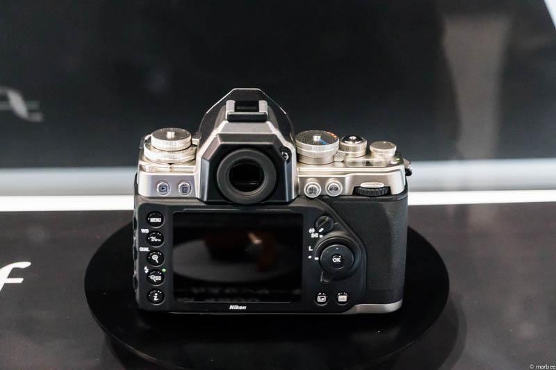 Nikon DF 背面
