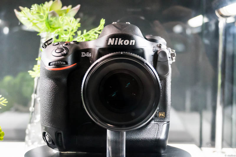 Nikon D4s 正面