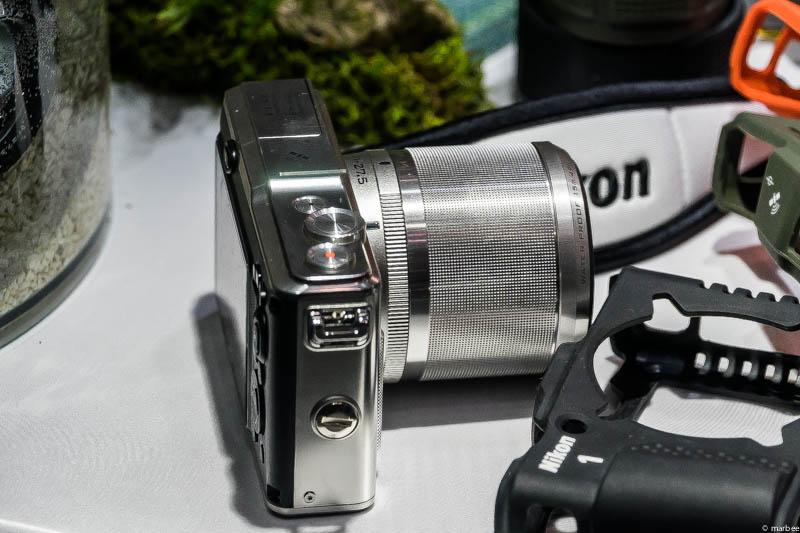 Nikon1 AW1 側面