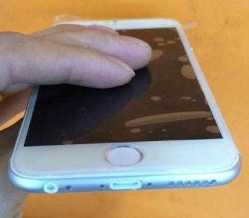 iPhone6モックアップLightningコネクタ