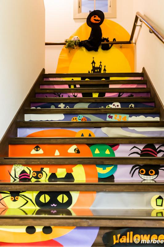 山手234番館の階段ハロウィーン仕様