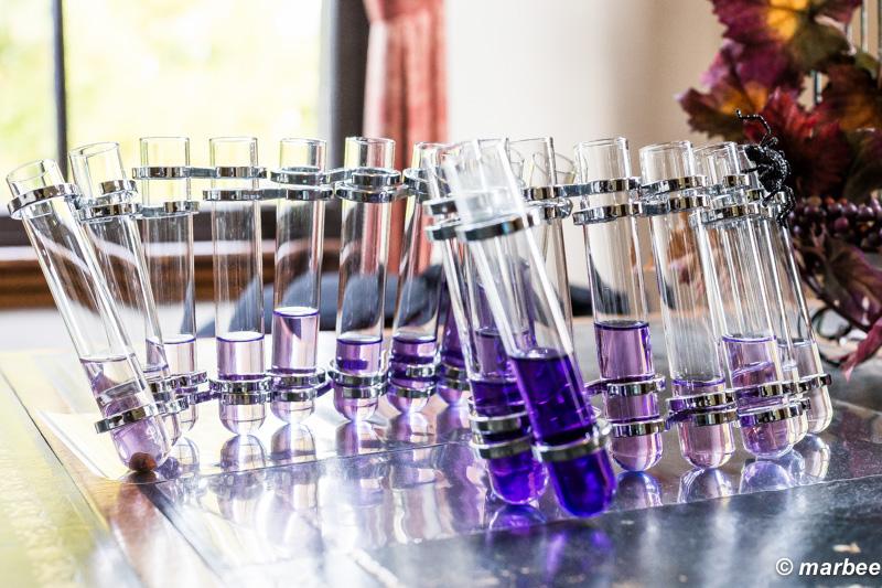 ハロウィーン 紫色の液体が試験管で