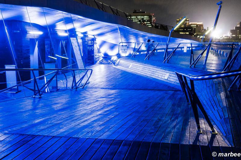 横浜の夜景 青い世界