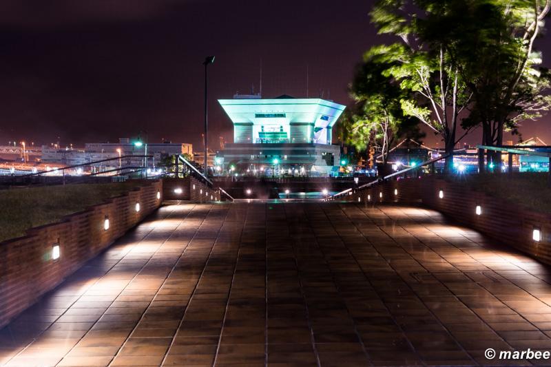横浜の夜景 象の鼻パークの外れ