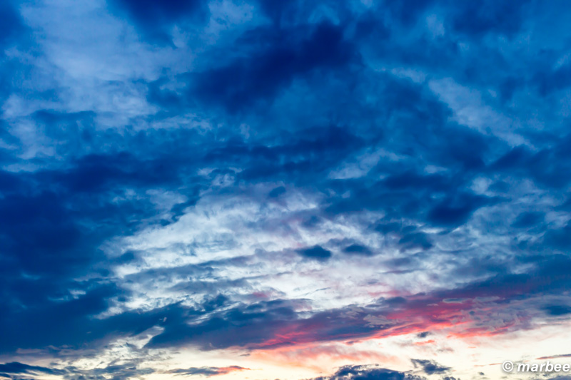 横浜のマジックアワー 帰り道 幻想的な空
