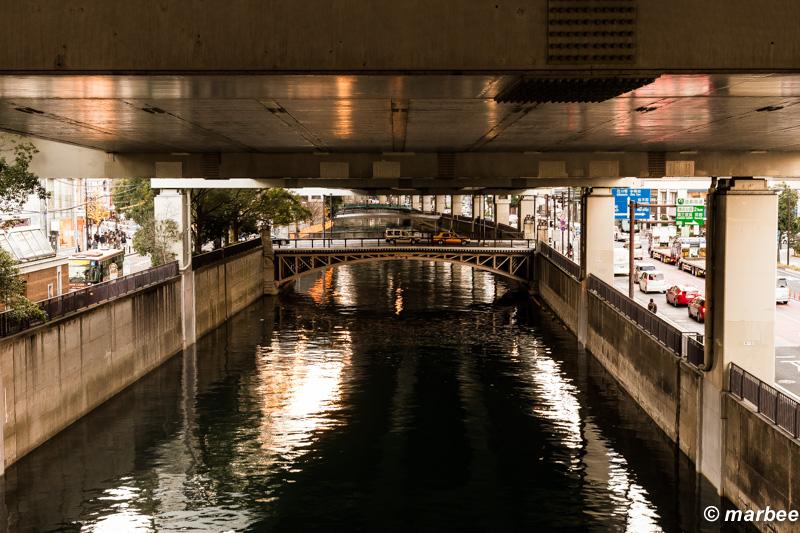 首都高速と川 夕暮れの壱刻