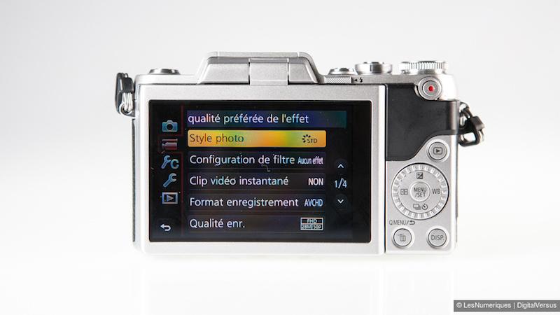 Panasonic Lumix GF7 背面