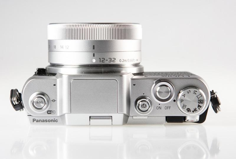 Panasonic Lumix GF7 上面