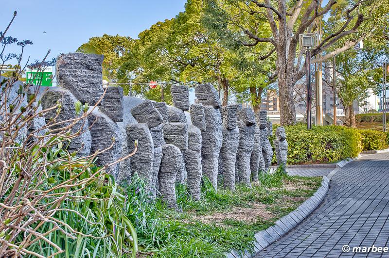謎の石像 街中になぜ石像があるのか謎なのです