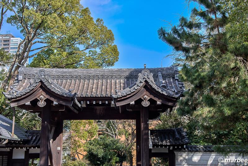 お寺の門 曹洞宗総本山総持寺の門です