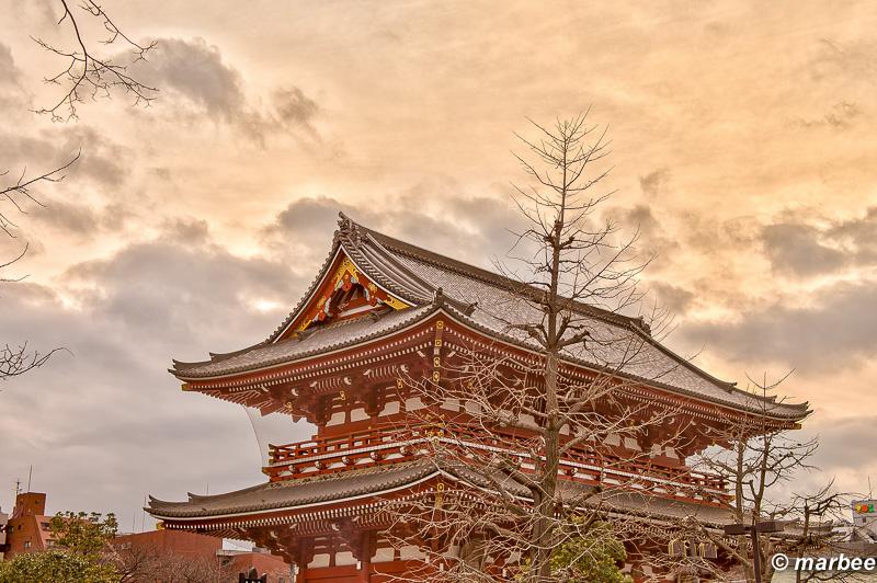浅草寺 ライトアップで有名だが夕焼けも良い